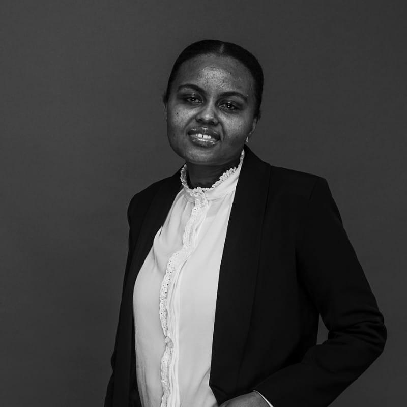 Portrait de Zainaba Mbae, secrétaire pour Akheos